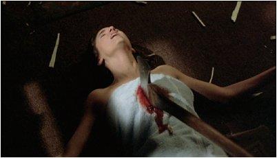 Podstawowa zasada przeżycia w horrorze: nie uprawiaj seksu na ekranie. Sarah uprawiała...